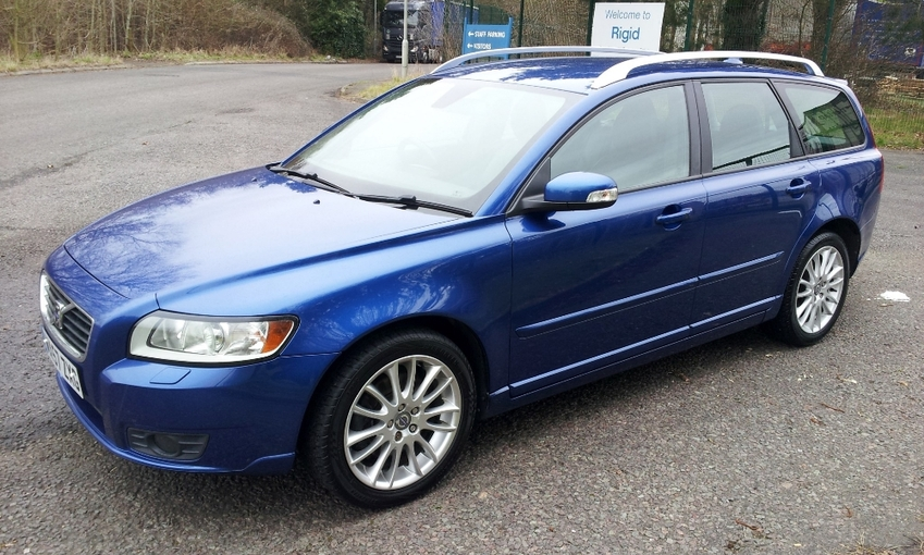View VOLVO V50 SE LUX TD FSH - TAKE DELIVERY BEFORE 31ST MAY AND GET £500 OFF THE PRICE