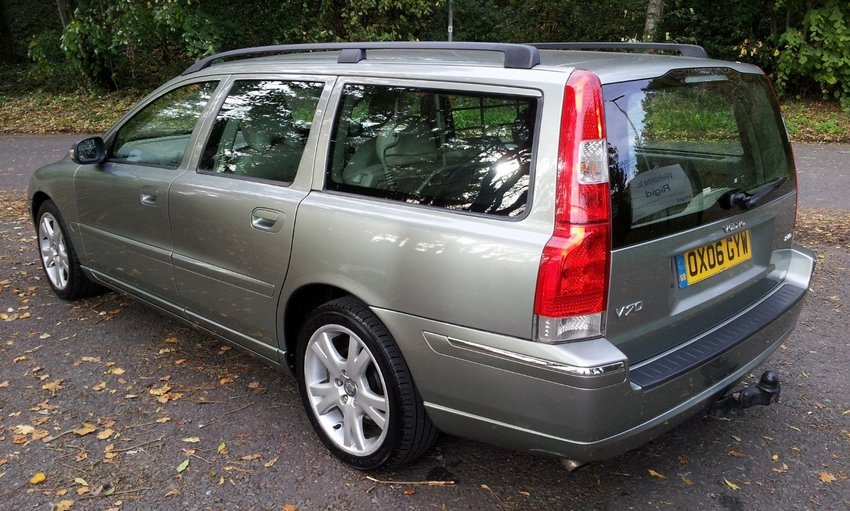 View VOLVO V70 D SE ESTATE FSH